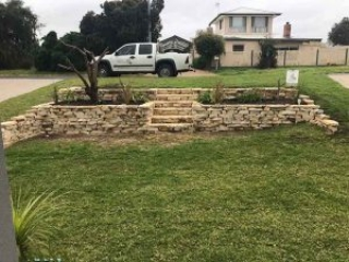 Retaining Wall, Block Wall, Raised Garden Beds, Rock Walls, Port Noarlunga, Victor Harbor, Middlton SA, Hayborough, Goolwa, Hindmarsh Island